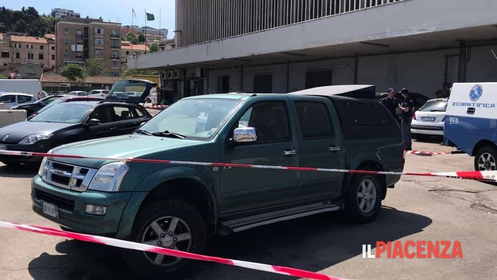 Imprenditore scomparso, la sua auto ritrovata al porto di Ancona con un coltello insanguinato-3