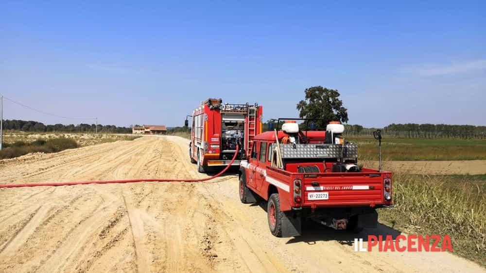 incendio campo vigili del fuoco 2019-3