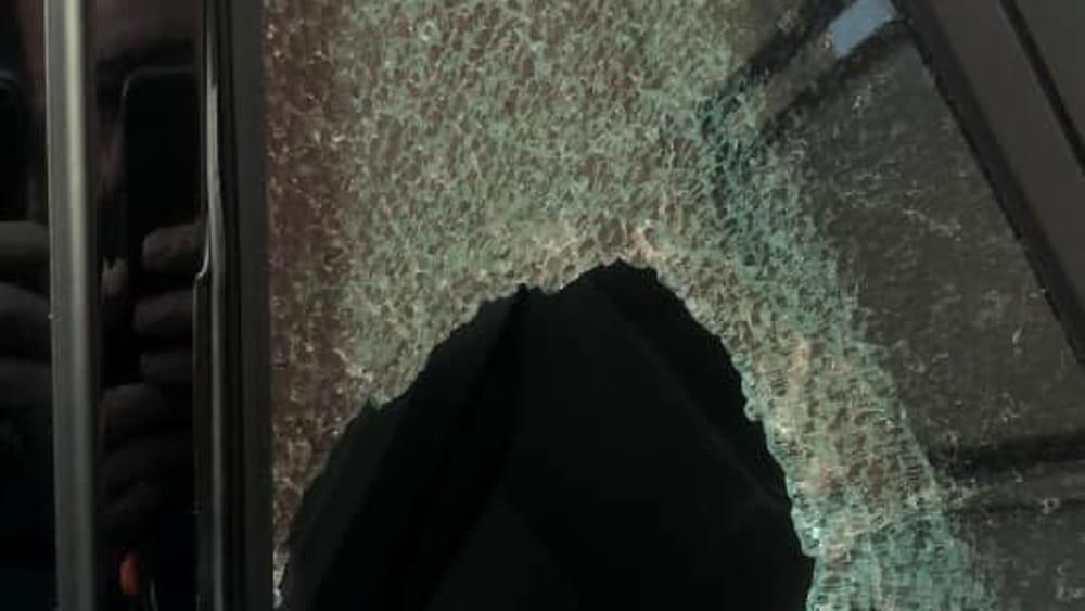 auto rotta finestrino-3