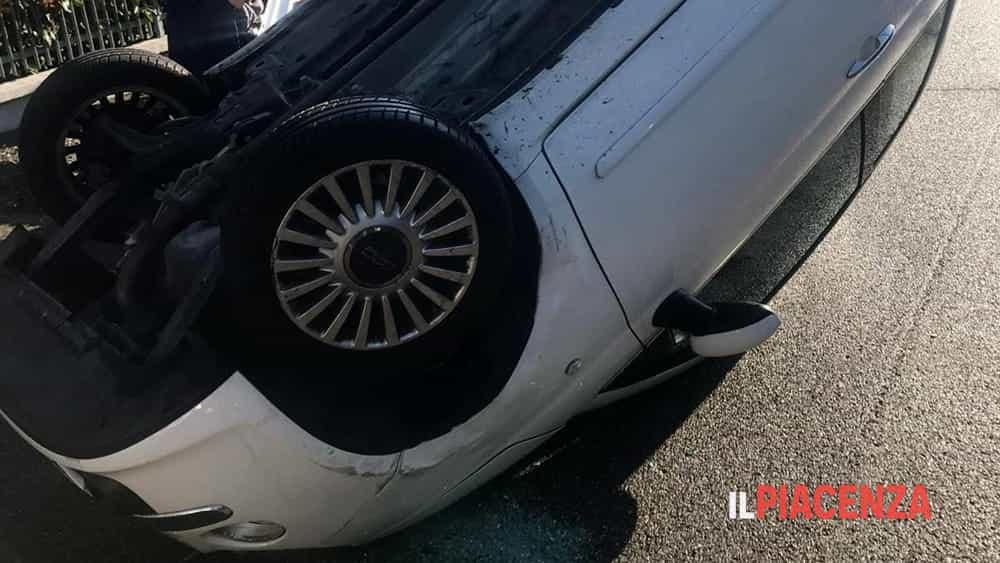Auto ribaltata via Lombardia Roveleto-2