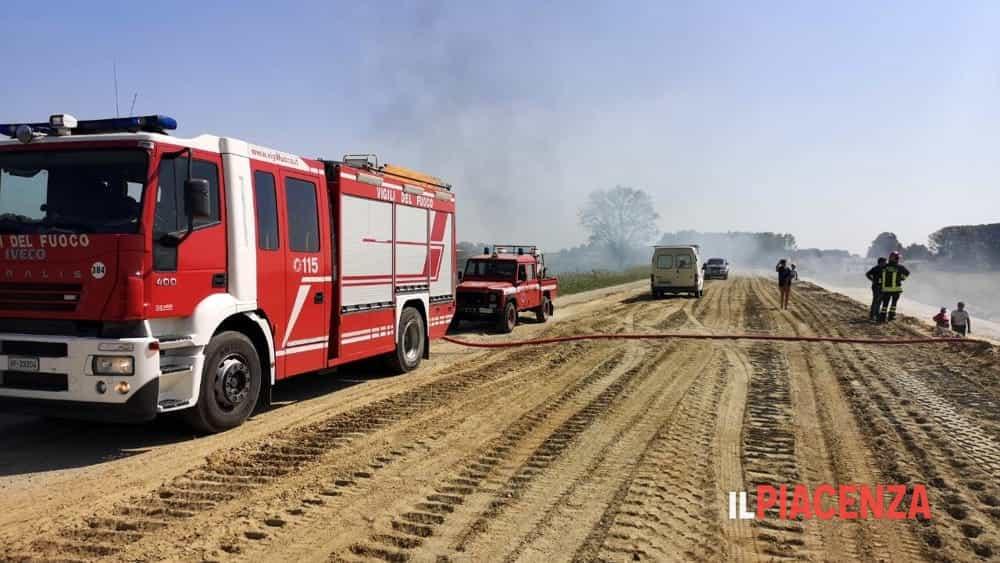 incendio campo vigili del fuoco 2019-6