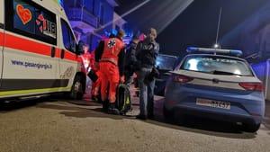 Picchia la compagna, si barrica in casa e apre il gas: la polizia sfonda la porta appena in tempo-3