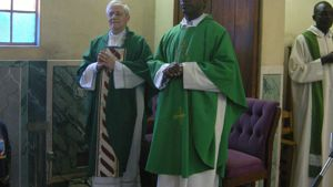 padre Michael Lubega insieme al vescovo mons. Gianni Ambrosio in occasione della visita di quest'ultimo in Uganda in gennaio-2