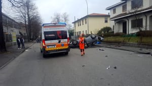 incidente montale auto ribaltata 03-2