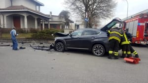 incidente montale auto ribaltata 02-2