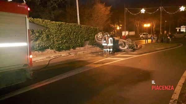 incidente bobbio macchina ribaltata 15 dicembre 00-2