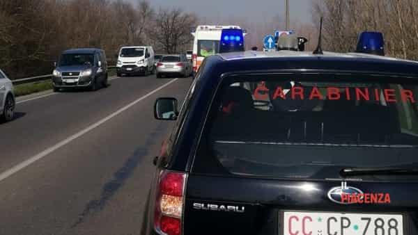Carabinieri e ambulanza giorno-2
