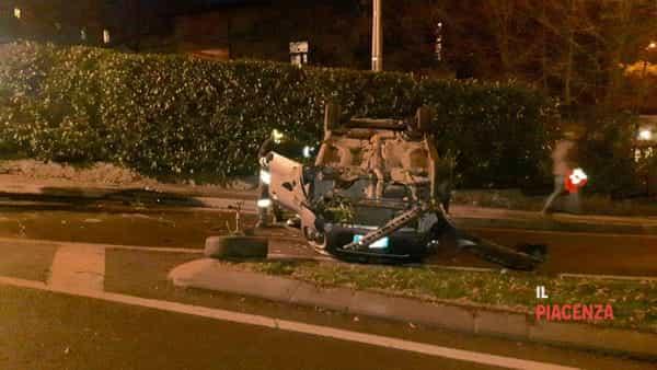 incidente bobbio macchina ribaltata 15 dicembre 03-3