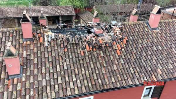 tavernago incendio tetto 03-2