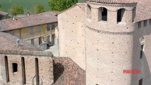 2 castello dei confalonieri calendasco-2