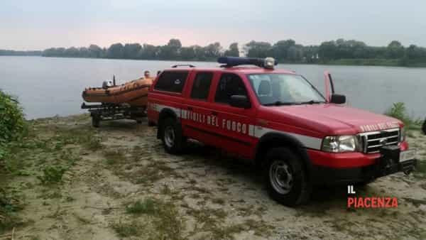 cane salvato fiume po vigili del fuoco 03-2