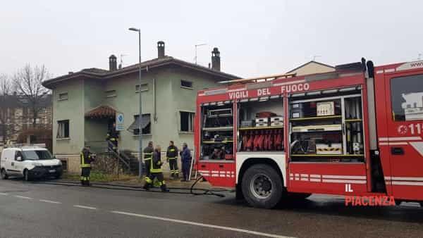 Via Millo, fiamme in un casa disabitata