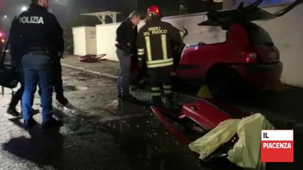 Due giovani muoiono nell'auto che si incendia