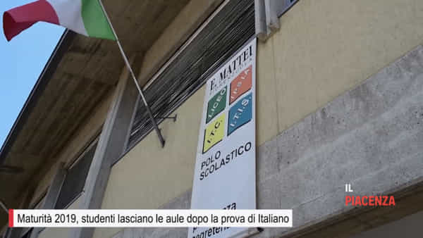 """Al """"Mattei"""" più di cento studenti sui banchi per la Maturità"""