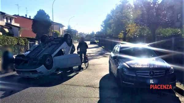 Auto ribaltata Roveleto via Lombardia-2