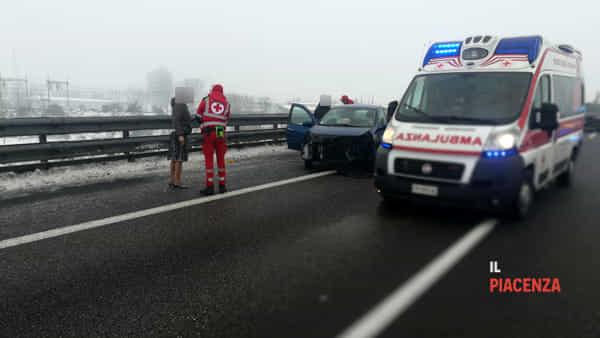 incidente autostrada neve ghiaccio 00-2