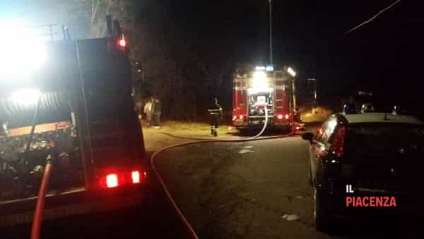 Incendio Veleia notte vigili del fuoco pompieri carabinieri 10 03 2019-2