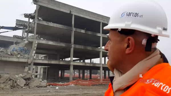 «Ecco come distruggiamo l'ecomostro. Al suo posto una costruzione a basso impatto e più sicura. Gran risultato per la città»