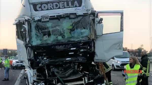 Incidente camion tir mortale A1 Pontenure-2