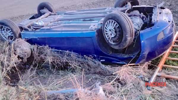 auto ribaltata incidente A21 02-2