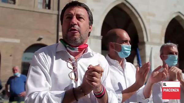 Matteo Salvini in piazza Cavalli per un caffè con sindaco e amministratori locali