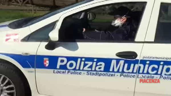 Polizia Locale, negli altoparlanti delle auto di pattuglia le raccomandazioni da seguire