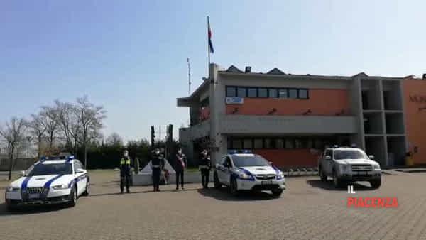 La Polizia Locale e la Protezione Civile abbracciano Vigolzone con l'Inno di Mameli