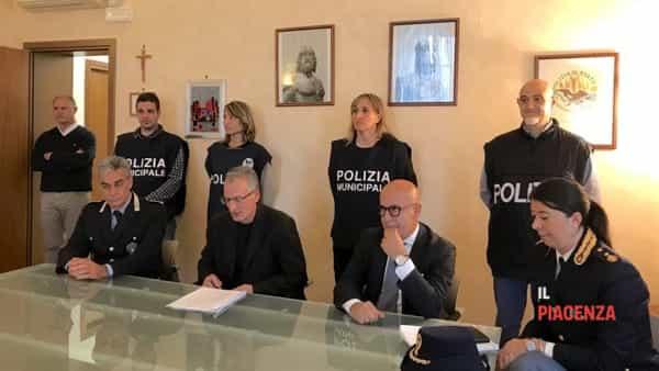 conferenza procura arresti prostituzione argentieri-2