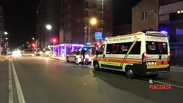 Incidente stradale tra due auto al semaforo tra via Manfredi e via Bianchi-4