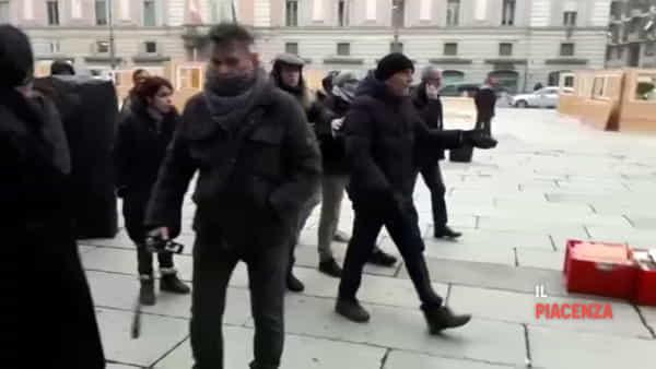 Mercatini di Natale, gli ambulanti protestano in piazza