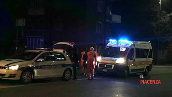 Incidente stradale tra due auto al semaforo tra via Manfredi e via Bianchi-5