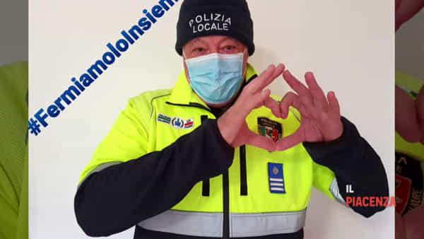 Un gruppo di agenti della Polizia Locale e il Sulpl regalano un giorno di lavoro all'ospedale