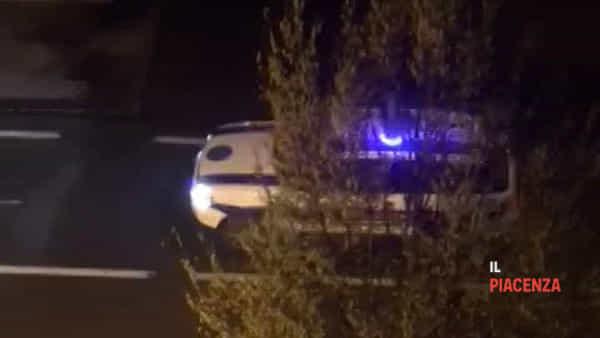 L'inno d'Italia diffuso dagli altoparlanti davanti all'ospedale, l'omaggio della Polizia locale di Bobbio