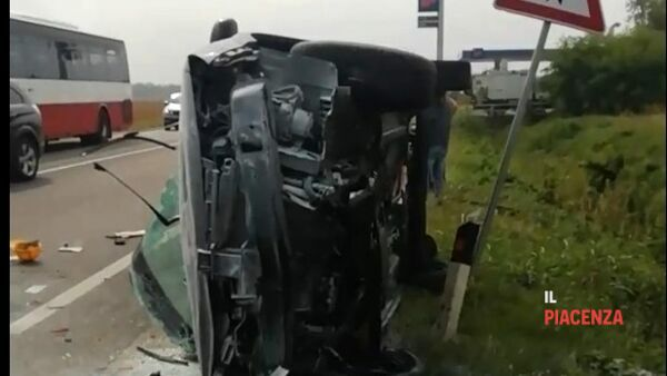 auto ribaltata incidente settima 03-2