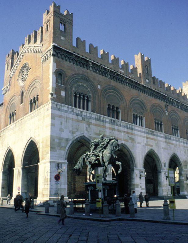 Touring Club, un weekend alla scoperta di Palazzo Gotico