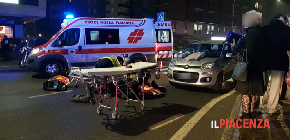 incidente strada 118 sanitari ambulanza croce rossa notte ok 2019-5